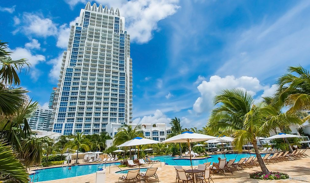 Pool at Continuum, Luxury Oceanfront Condos Located at 50-100 South Pointe Dr, Miami Beach, FL 33139